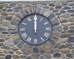 hitchcock-clock-install002